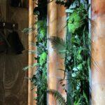 Ниши из мха и растений в спа частного дома
